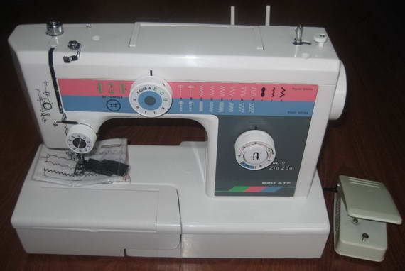 JH820ATF Buttonhole Sewing Machine